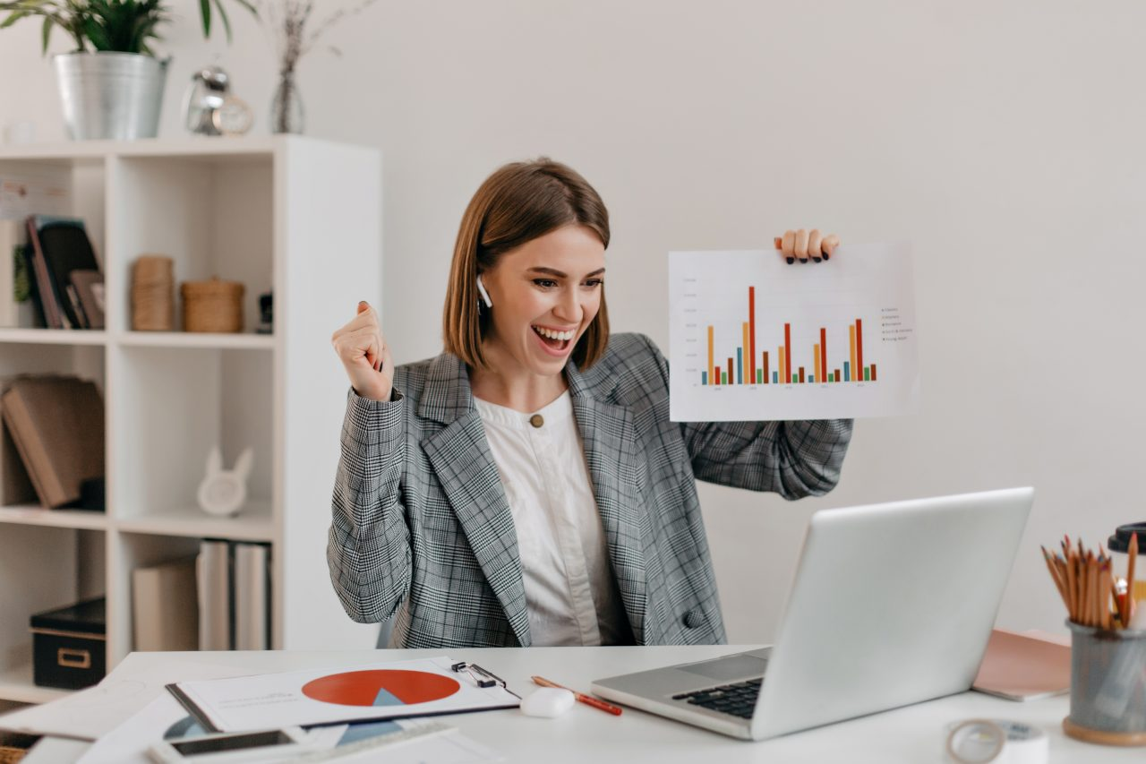 close-up-portrait-of-happy-business-woman-in-stylish-outfit-girl-in-high-spirits-demonstrates-chart-via-skype-1280x853.jpg